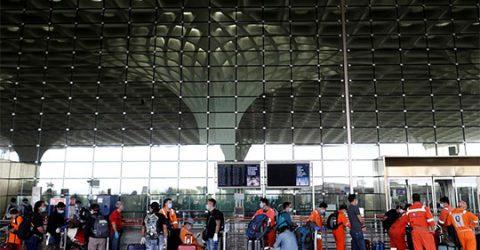 Mumbai Airport shut from 11 am to 2 pm due to cyclone alert