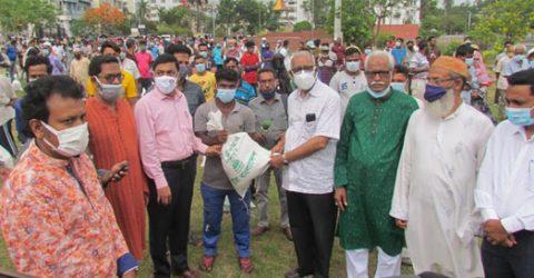 KCC mayor distributes food aid among 500 needy people