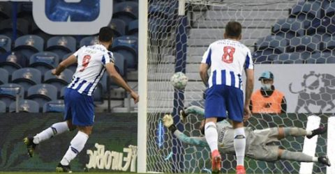 Sporting's title party on hold after Porto thump Farense