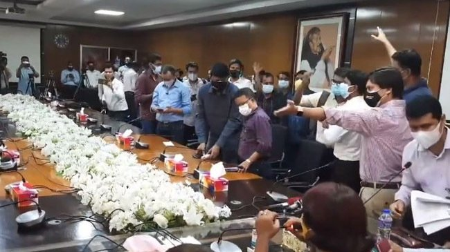 Journalists boycott health ministry's briefing