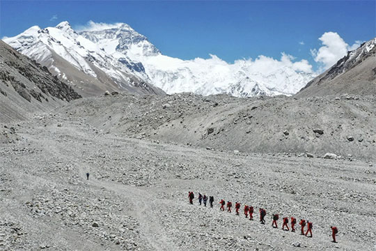 China takes Covid-19 controls to Everest with climber ban
