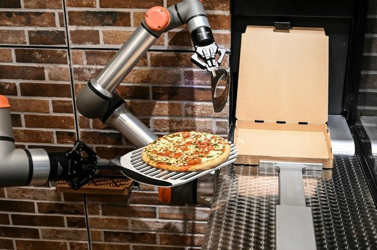Paris gets a taste of pizza-making robots