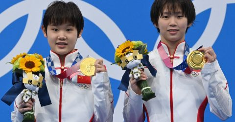 Chinese teens win Olympic diving gold to keep perfect record