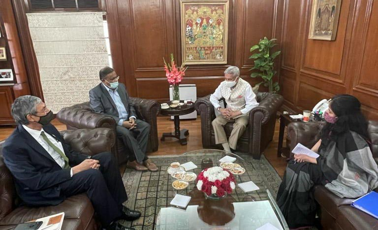 Hasan meets Jaishankar, Anurag in New Delhi