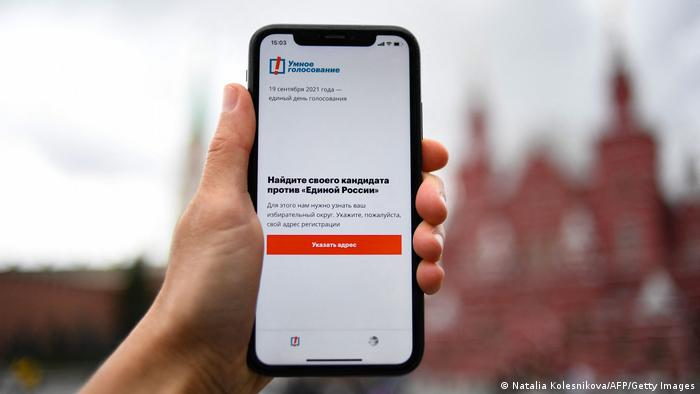Google, Apple 'censor' Navalny app as Russian polls open
